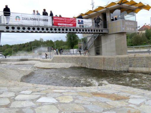Plavební komora Hněvkovice